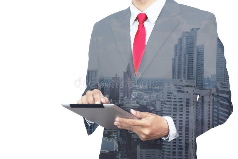 Foto de la exposición doble Tableta moderna conmovedora del hombre de negocios Inve imágenes de archivo libres de regalías