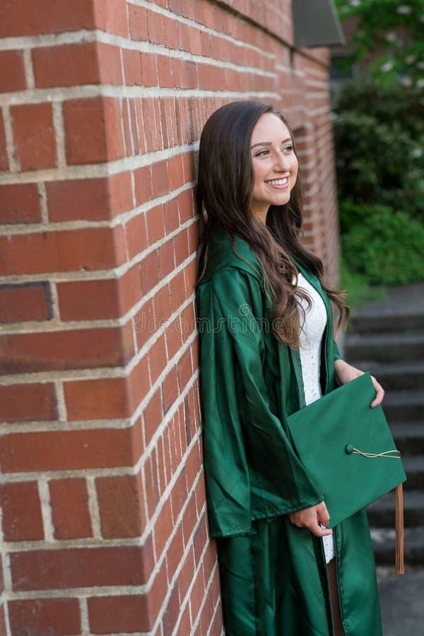 Foto de la graduación de la universidad en campus universitario foto de archivo