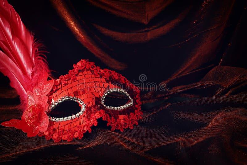 Máscaras Venecianas Masquerade el Carnaval de palillo de la pantalla Rojo Y Oro