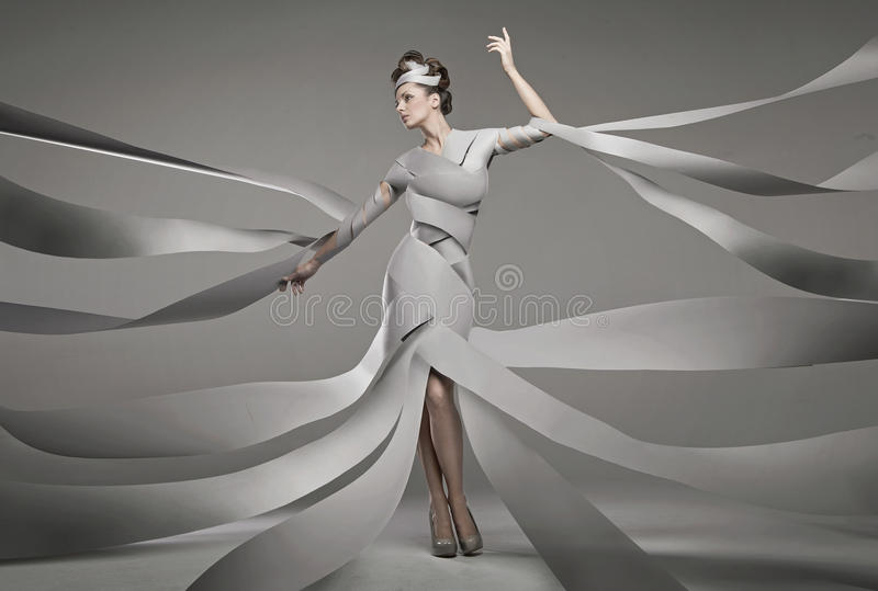 Foto de la moda de una mujer atractiva fotografía de archivo