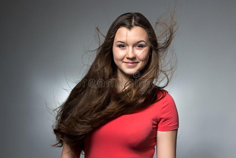 Foto de la muchacha con el pelo que fluye largo foto de archivo