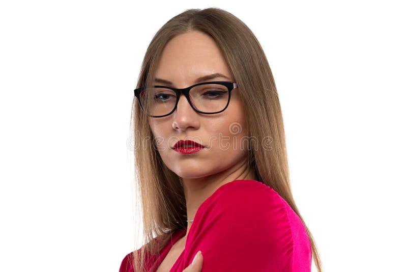 Foto de la mujer con el pelo marrón, mirando abajo imagen de archivo