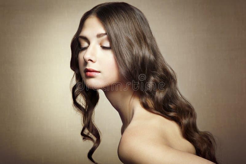 Foto de la mujer joven hermosa. Estilo del vintage foto de archivo
