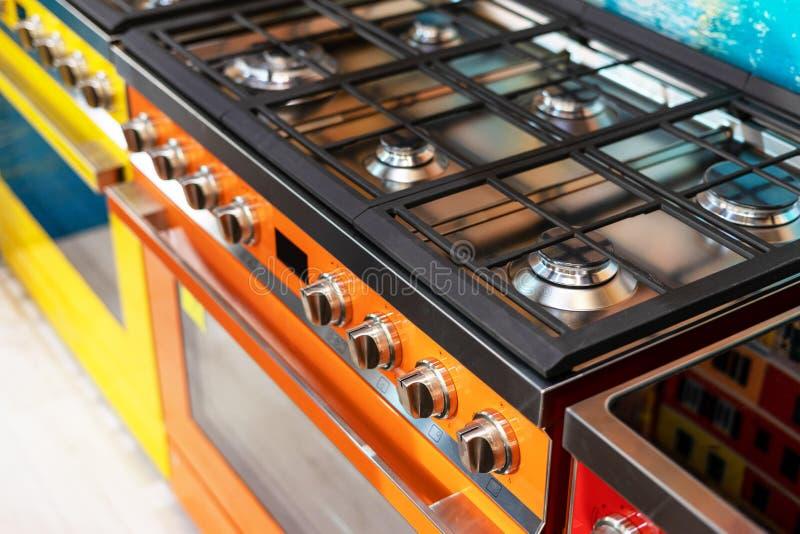 Foto de la nueva estufa de gas moderna y grande foto de archivo libre de regalías