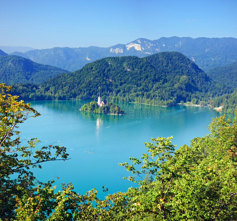 Foto de la perspectiva del aire, lago sangrado con la isla fotos de archivo libres de regalías