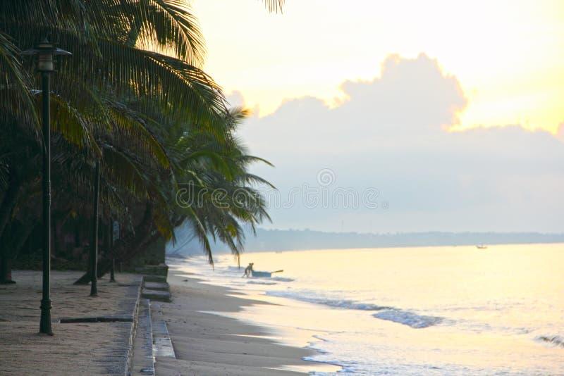 Foto de la salida del sol en el mar imágenes de archivo libres de regalías
