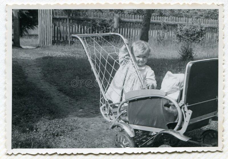 Foto de la vendimia del bebé fotografía de archivo libre de regalías