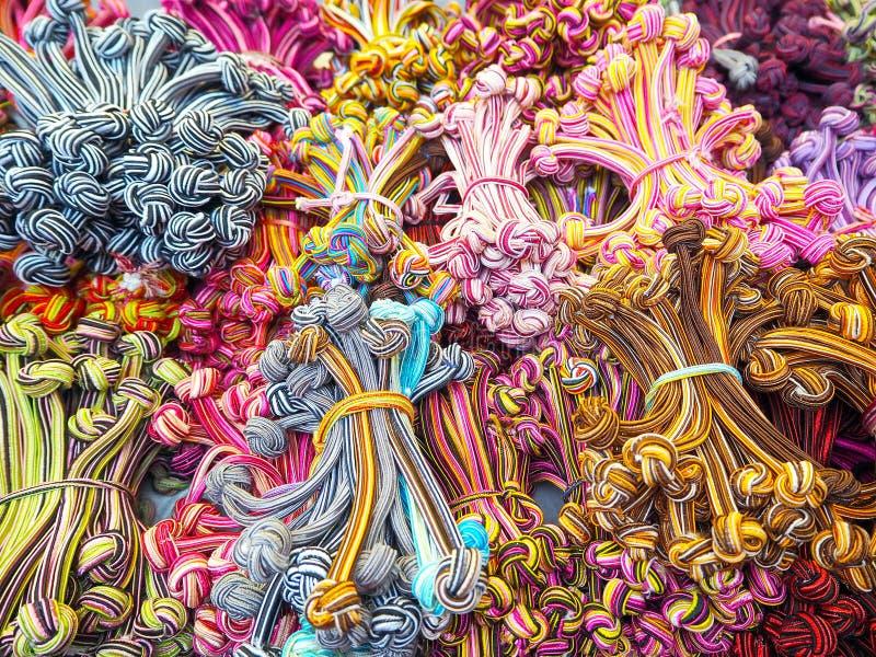 Foto de las bandas coloreadas multi del pelo imagen de archivo