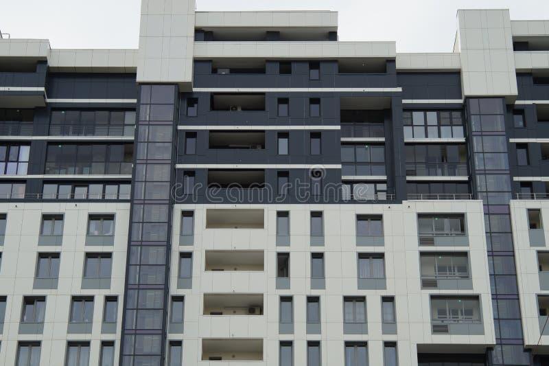 Foto de los fragmentos de nuevos edificios en la calle Tatishchev imagen de archivo