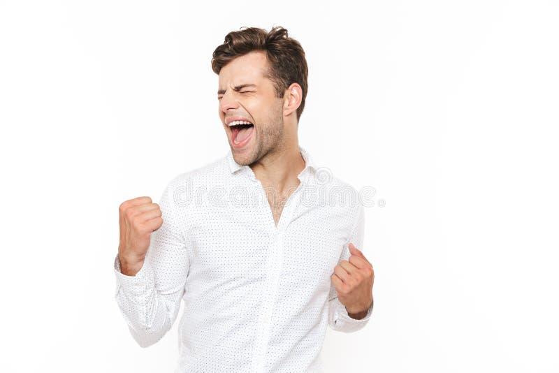 Foto de los puños felices del júbilo y de apretón del hombre 30s, o aislado imagen de archivo libre de regalías