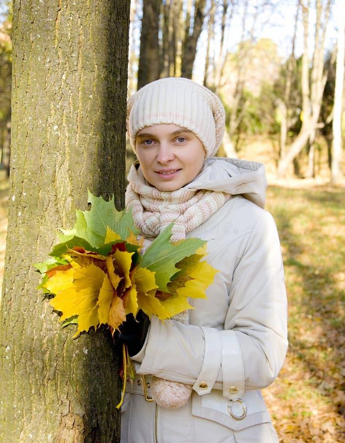 Foto de mulher charming com bordo fotografia de stock
