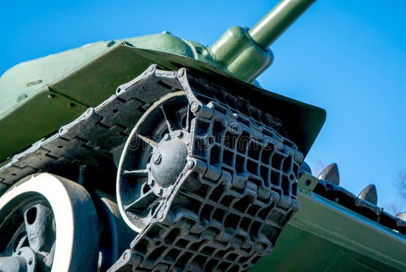 Foto de orugas de un tanque militar imagenes de archivo