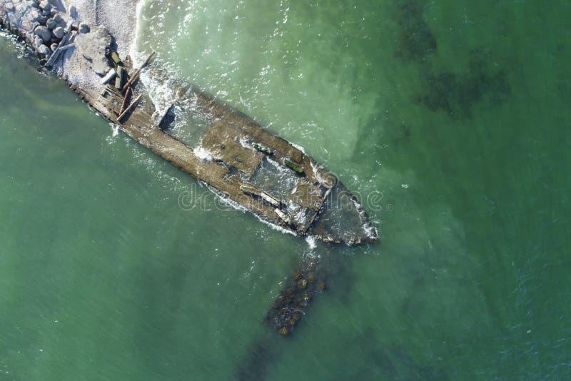 Foto de overblijfselen van een oud houten schip stock afbeelding