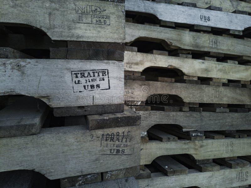 Foto de páletes de madeira fotos de stock royalty free