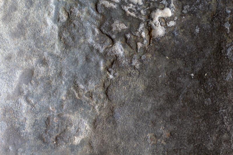 Foto de pedra cinzenta da textura Fundo de pedra natural Relevo resistido da rocha Superfície desigual do arenito imagens de stock