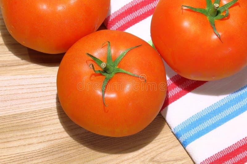 Foto de tomates vermelhos grandes imagem de stock royalty free
