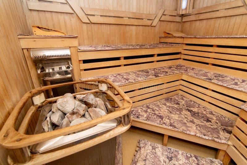 A foto de um banho de madeira fotografia de stock