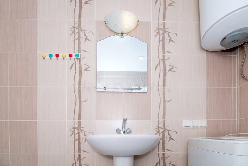 A foto de um dissipador em um banheiro fotografia de stock royalty free