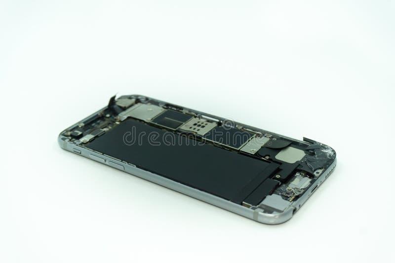 Foto de um telefone celular com exposição quebrada Isolado no branco com espa?o da c?pia imagem de stock