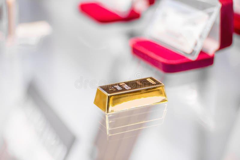 Foto de uma barra de ouro imagens de stock