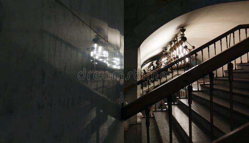 Foto de uma escadaria no subterrâneo imagens de stock