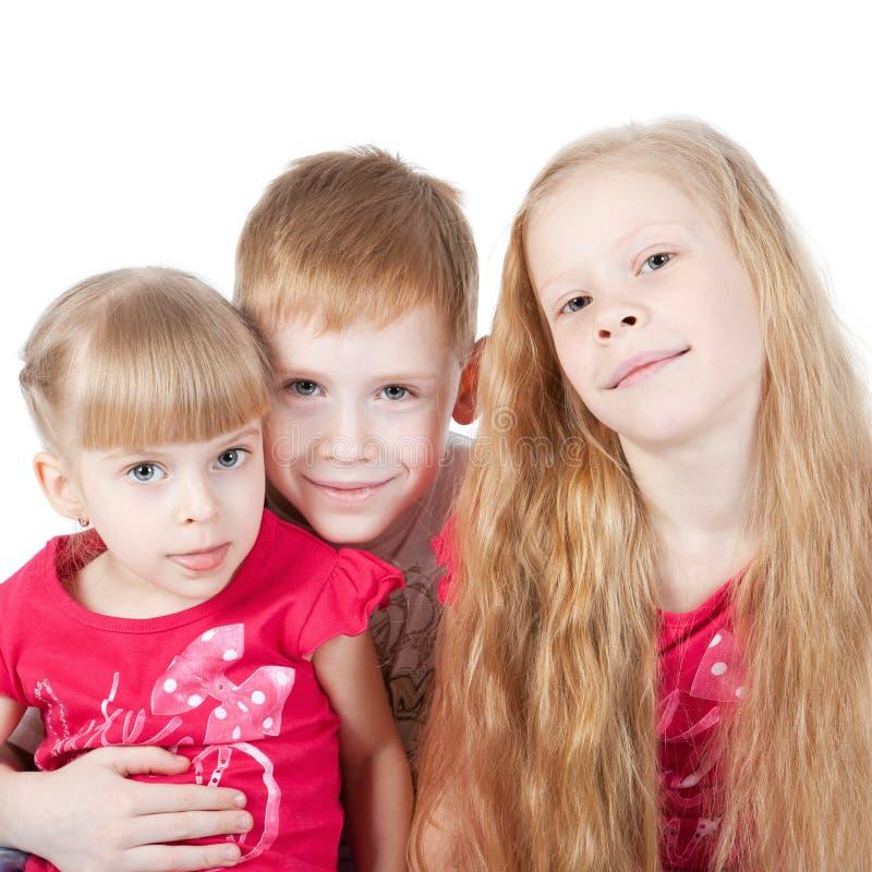 Foto de uma família com três crianças imagem de stock royalty free