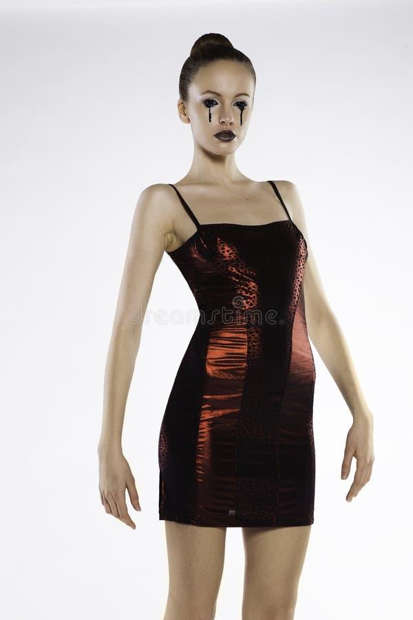 Foto de uma menina bonita em um vestido vermelho imagens de stock royalty free