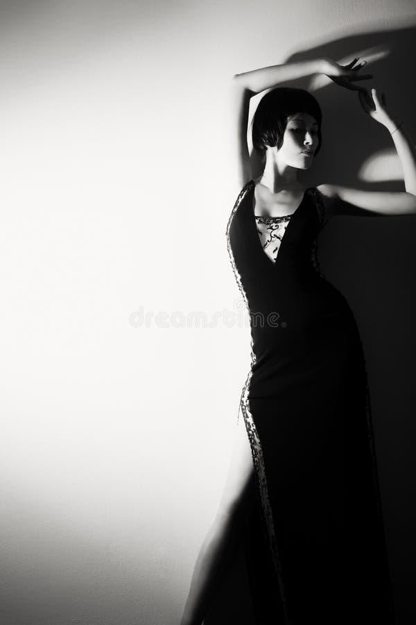 Foto de uma mulher ao estilo 20 do ` s fotografia de stock