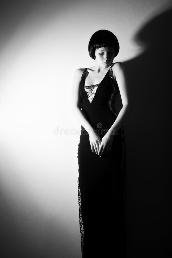 Foto de uma mulher ao estilo 20 do ` s imagens de stock