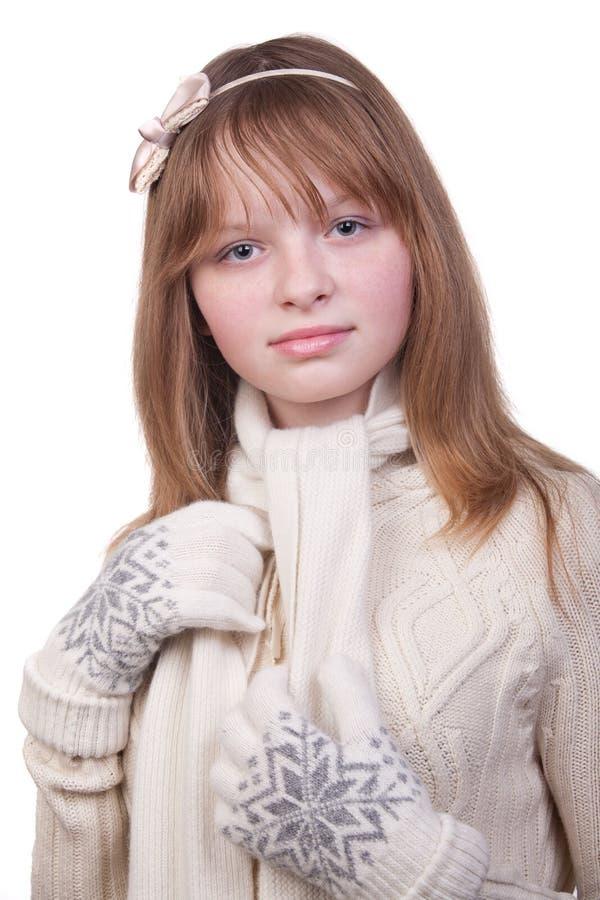 Foto de uma rapariga na camisola branca com lenço imagem de stock royalty free