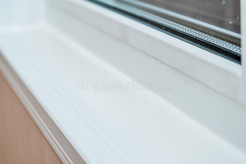 Foto de un travesaño blanco de la ventana fotografía de archivo