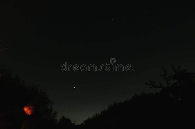 Foto del cielo nocturno - exposición larga foto de archivo