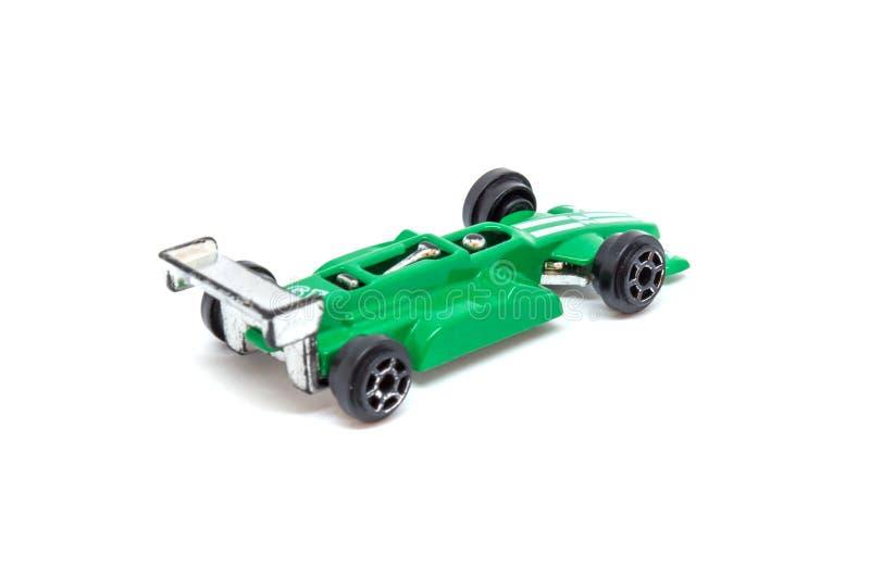Foto del coche modelo del juguete verde aislado en el fondo blanco foto de archivo