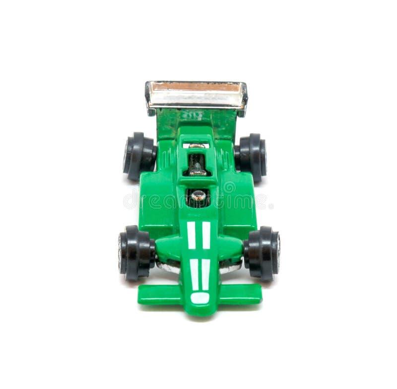 Foto del coche modelo del juguete verde aislado en el fondo blanco imagen de archivo