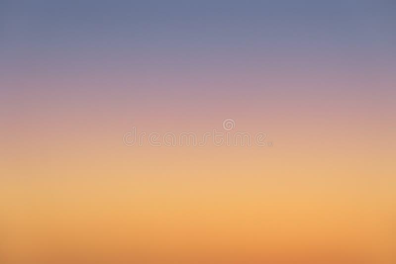 Foto del fondo de la pendiente del cielo de la puesta del sol fotografía de archivo libre de regalías