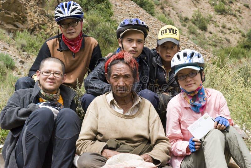 Foto del grupo con el tibetano: Viaje a Tíbet fotografía de archivo
