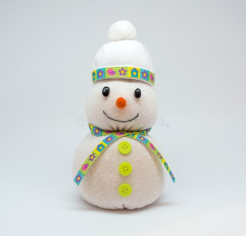 Foto del muñeco de nieve aislada en fondo neutral fotos de archivo libres de regalías