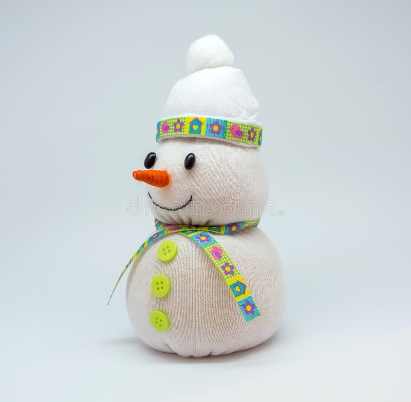 Foto del muñeco de nieve aislada en fondo neutral foto de archivo libre de regalías