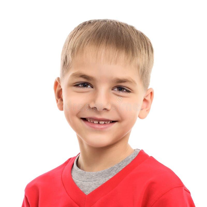 Foto del muchacho feliz joven adorable que mira la cámara foto de archivo libre de regalías