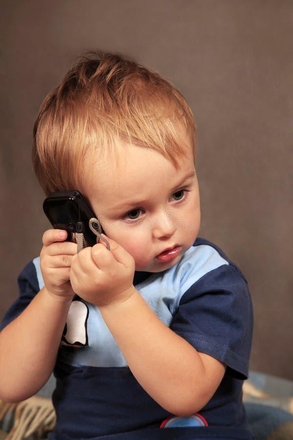 Foto del pequeño muchacho imagen de archivo libre de regalías