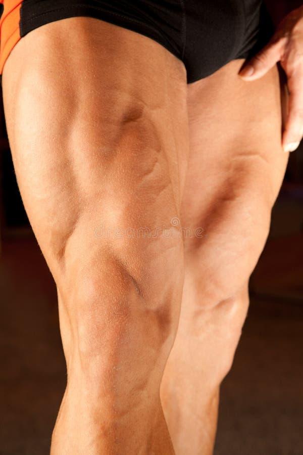 Foto del primo piano dei piedini del bodybuilder fotografie stock libere da diritti