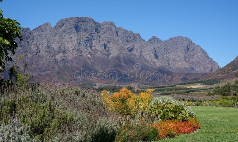 Foto del valle de Franschhoek tomado de Mont Rochelle Wine Estate, Suráfrica, poseída por Richard Branson fotos de archivo libres de regalías