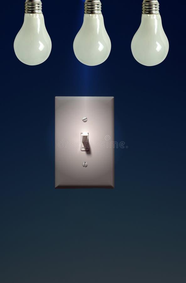 Foto dell'interruttore chiaro elettrico su priorità bassa blu, potenza a Ligh royalty illustrazione gratis