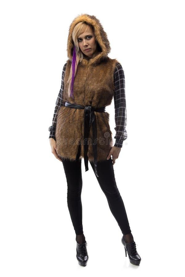 Foto della bionda in rivestimento marrone della pelliccia fotografia stock