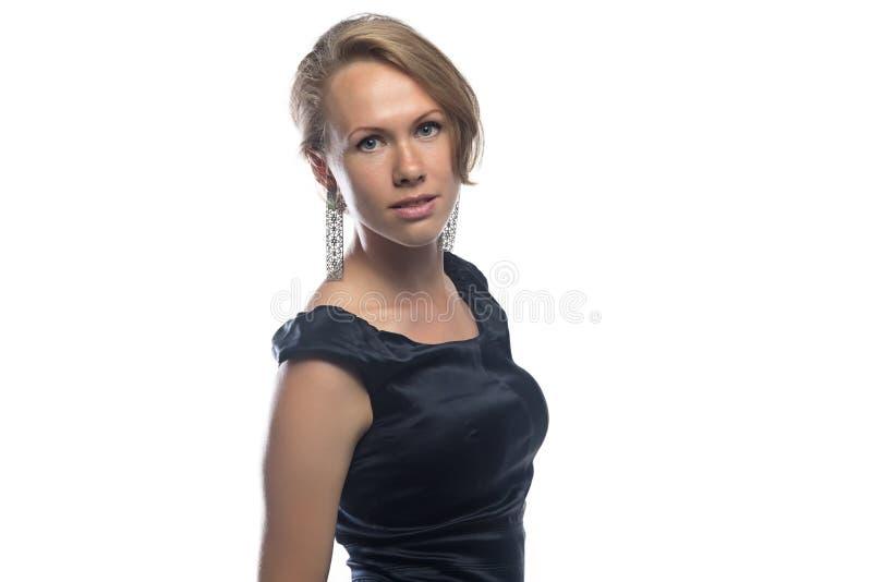 Foto della bionda in vestito nero immagini stock