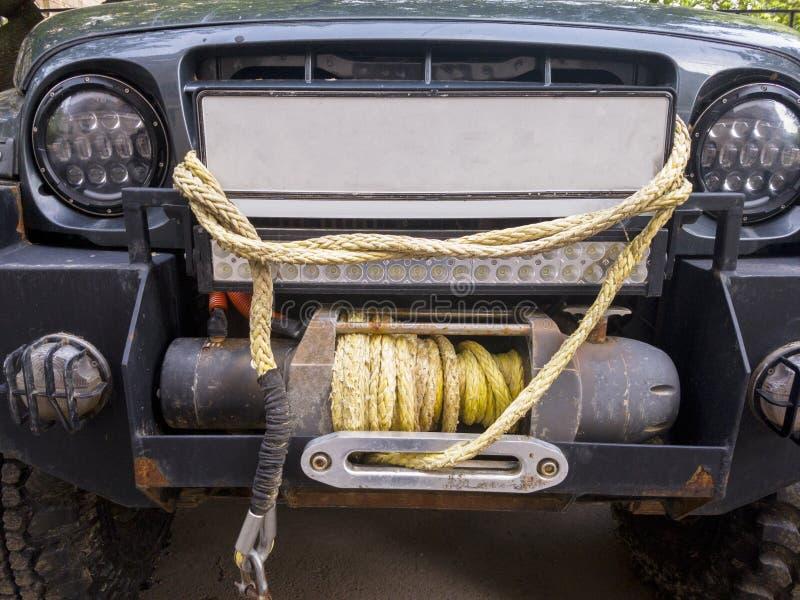 Foto della jeep con il primo piano della corda fotografia stock libera da diritti