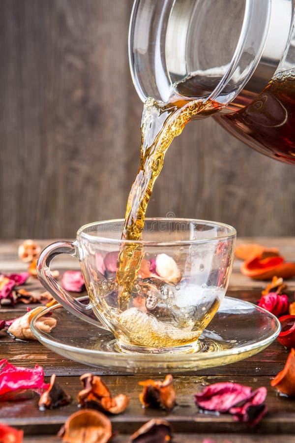 Foto della tazza con tè immagini stock