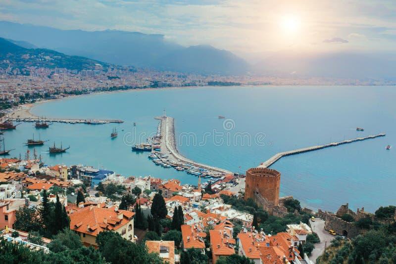 Foto della vista del porto di Alanya prima del tramonto La Turchia fotografie stock libere da diritti