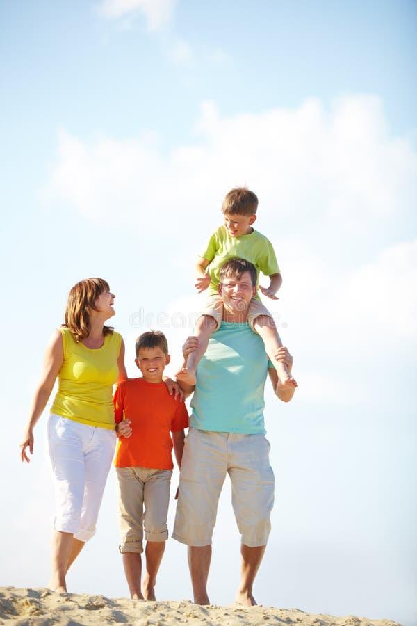 Familie auf Ferien stockbild