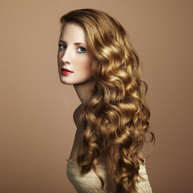 Foto der schönen jungen Frau. Weinleseart lizenzfreies stockbild